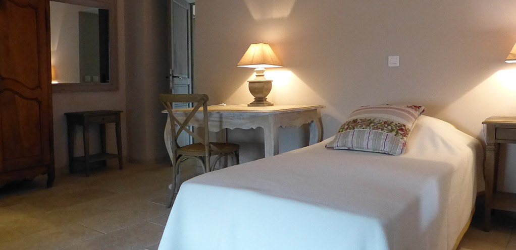 Holiday rental in ard che in vallon pont d 39 arc clos de for Chambre d hote vallon pont d arc